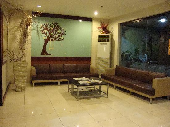 Golden Prince Hotel & Suites : lobby