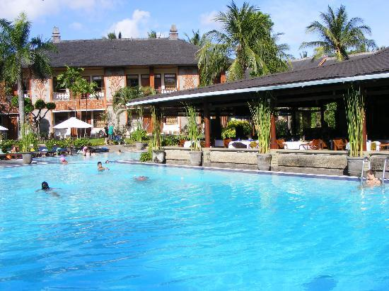 Jakarta pool picture of club bali family suites at for Family hotels bali