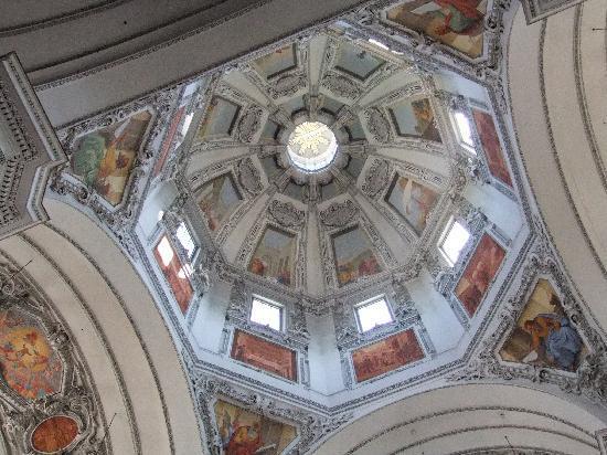 Salzburg Katedral: 天井画は必見です。
