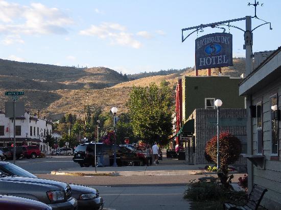Riverwalk Inn: Side View