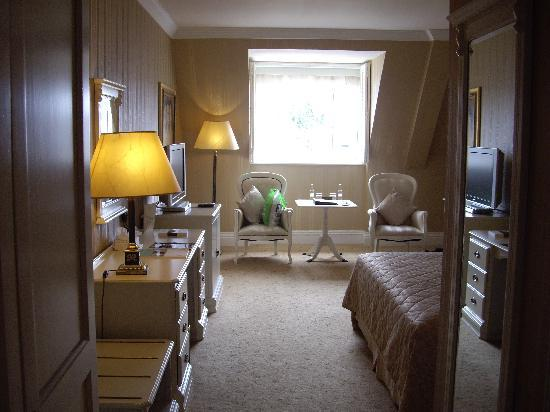 Hayfield Manor Hotel: Room from entry