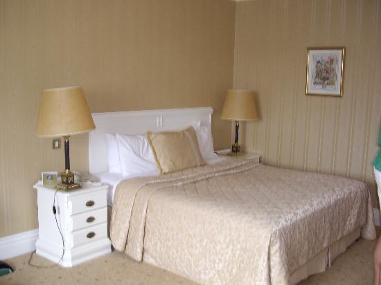 Hayfield Manor Hotel: Bed