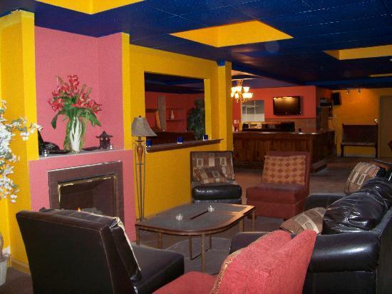 Restaurant at Mohegan Manor: Club Sushi at Mohegan Manor