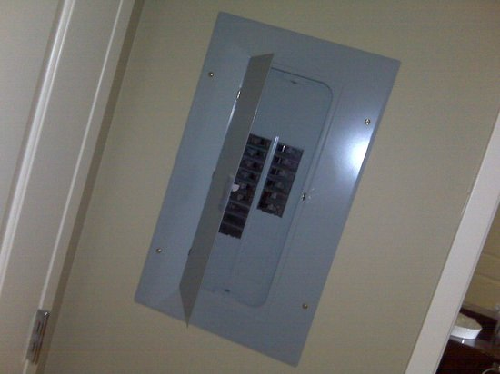 Embassy Suites by Hilton Raleigh - Durham Airport/Brier Creek: Electrical panel