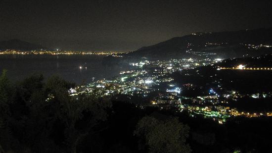 Hotel La Vue D'Or : Sorrento by night