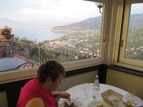 Hotel La Vue D'Or: Best view in Town for breakfast