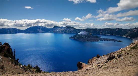 Crater Lake, OR: View of the lake during one of the stops