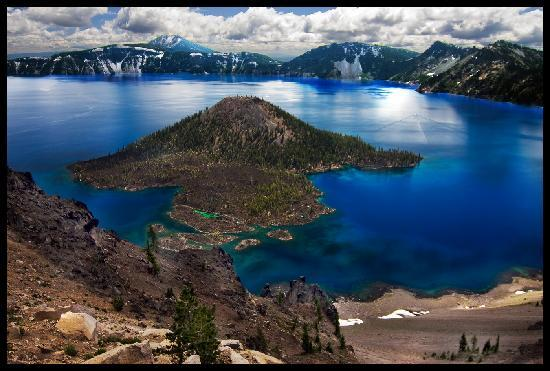 Crater Lake, OR: Different perspective of Wizard Island