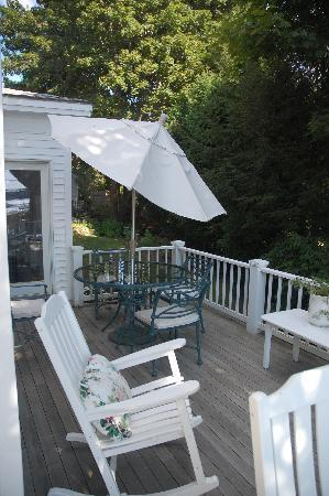 Atlantic Ark Inn: Front porch of main house