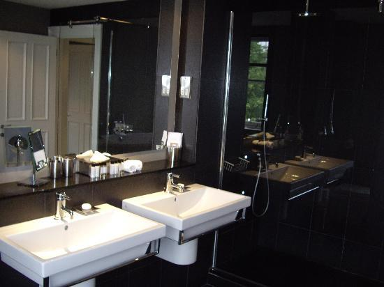 The Chester Residence : Antoher angle fo Bathroom, The Penthouse 7/1