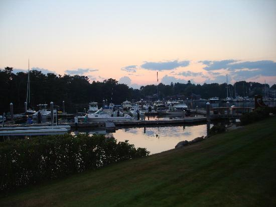 Yachtsman Hotel & Marina Club: Sunset view from room