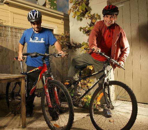 Almond House Backpackers : Explore Nelson on our Bikes