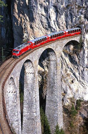 Grisons, Swiss: uno dei tanti passaggi mozzafiato, se si è al finestrino!