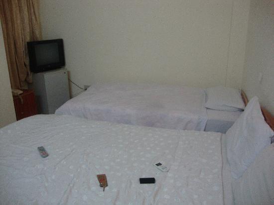Que Huong Hotel: Bedroom area
