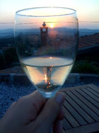 Biber Evi : glass of wine while watching the sunset