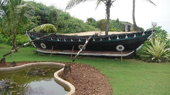 backyard boat picture of royal orchid beach resort spa goa