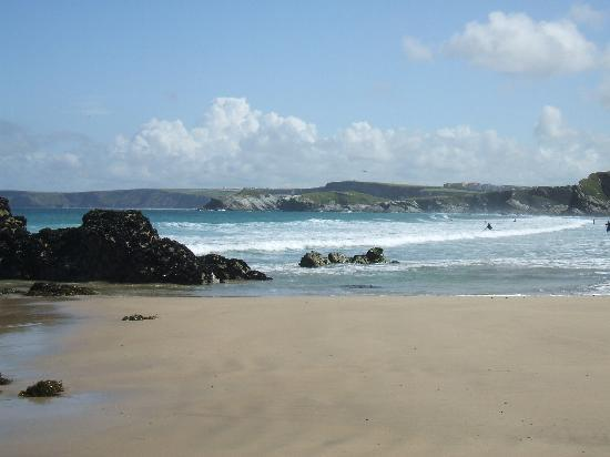 The Trelinda Bed & Breakfast: Walk along the beach at low tide