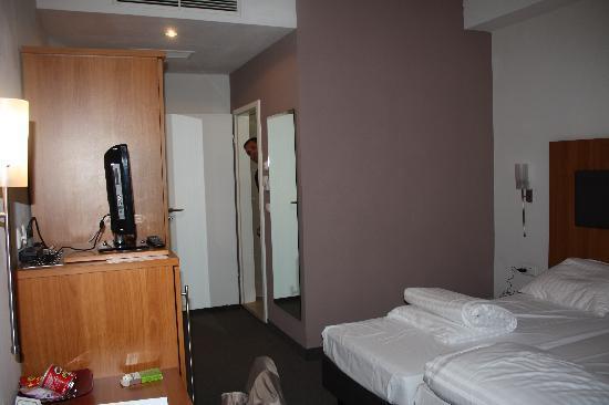 Hotel Duesseldorf Mitte: ESTANCIA