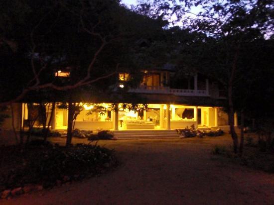 Mangenguey Island: The House