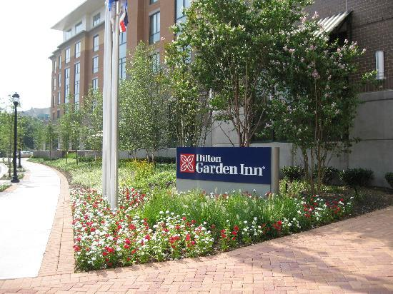 Hilton Garden Inn Arlington/Shirlington: Side Of Hotel