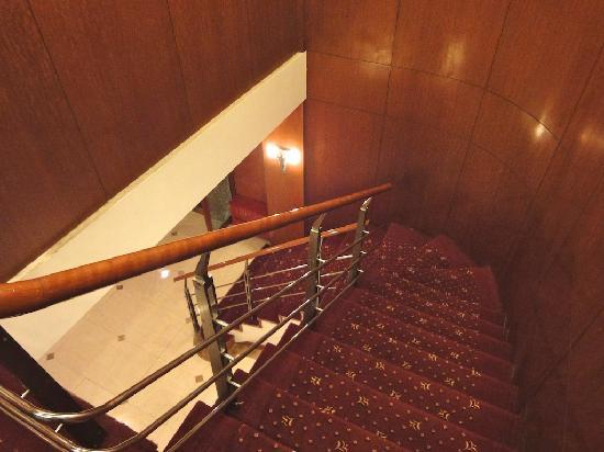 Donghu Hotel (Donghu Road): The staircase to top floor (creaky)