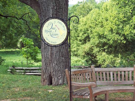 Independence National Historical Park: OUAN storytelling bench at Valley Forge