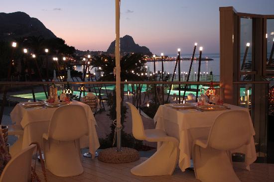 Domina Zagarella Sicily : il ristorante sul mare.......