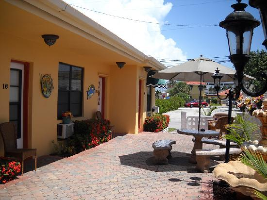 Grenier's On The Beach - TEMPORARILY CLOSED: Patio exterior