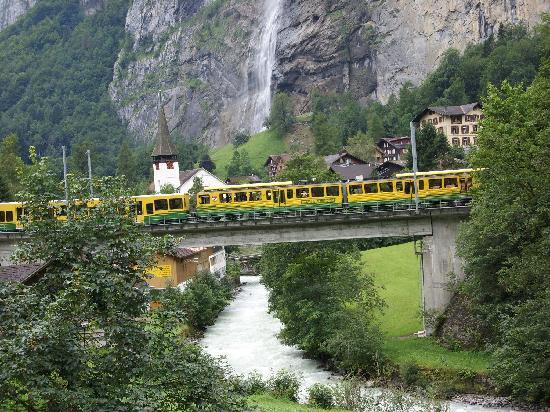 Lauterbrunnen, Suiza: Wengen train