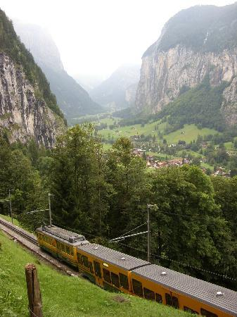 Lauterbrunnen, Suiza: Train from Wengen
