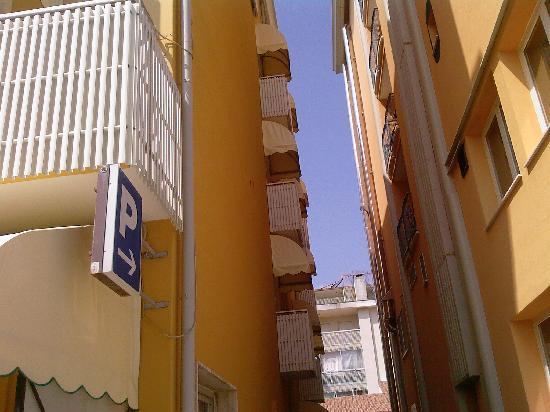 Hotel Marzia Holiday Queen: Balcone (se così si puo' definire) Hotel Marzia Caorle