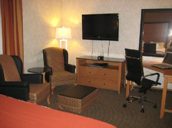 Holiday Inn Express Hotel & Suites Calgary South: Bedroom Sitting Area, workstartion & TV