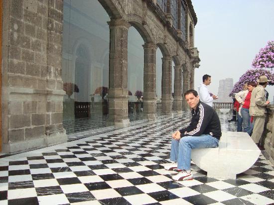 Castillo de Chapultepec: The outer patio of the Castillo
