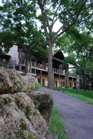 Eagle Ridge Resort & Spa: The Inn offers 80 rooms overlooking wooded areas and 220-acre Lake Galena.