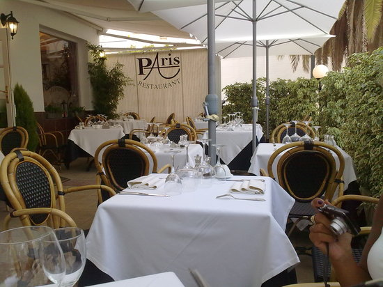 Au Petit Paris: terrace