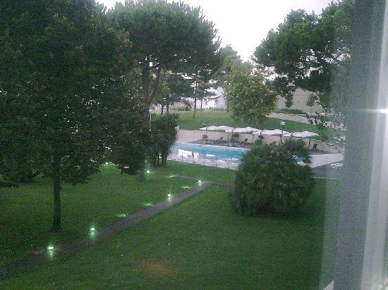 Pomezia, Italien: Vista camera lato piscina
