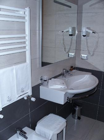 Best Western Premier Hotel Galileo Padova: bathroom 2