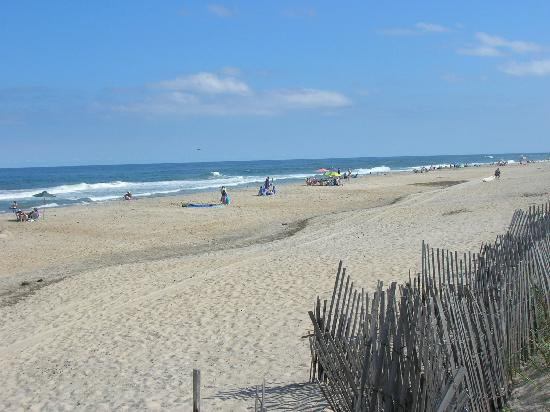 Camp Hatteras RV Resort and Campground: Short walk to the beach!