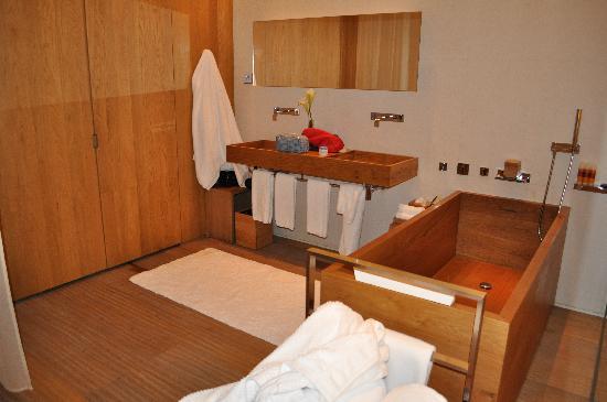 The Opposite House: wooden bathroom
