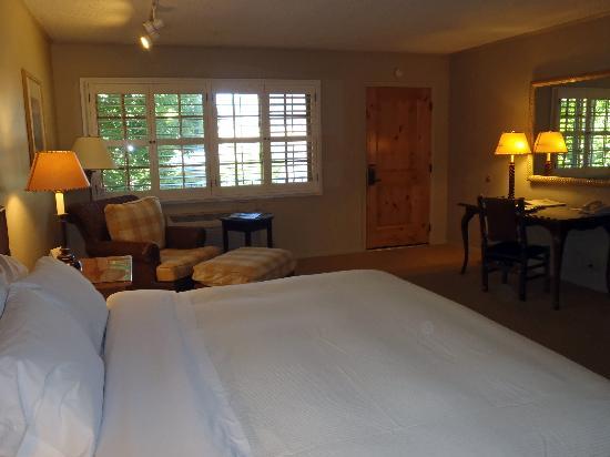 The Lodge at Riverside: View of room looking towards door