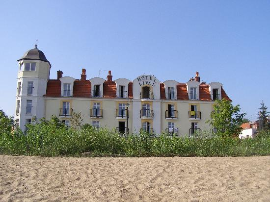 Lival Hotel : Hotel Lival - seen from the beach
