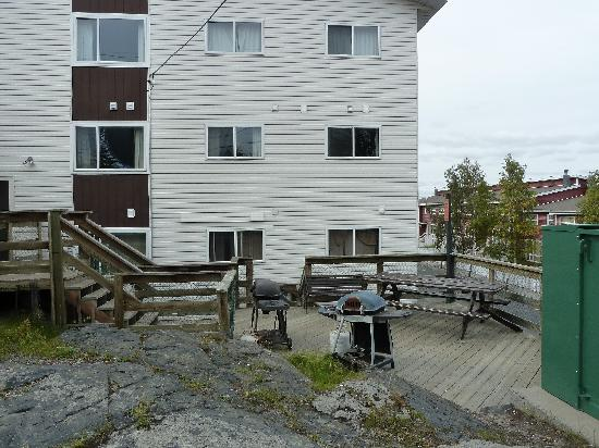 "Capital Suites Yellowknife: BBQ & ""picnic area"""