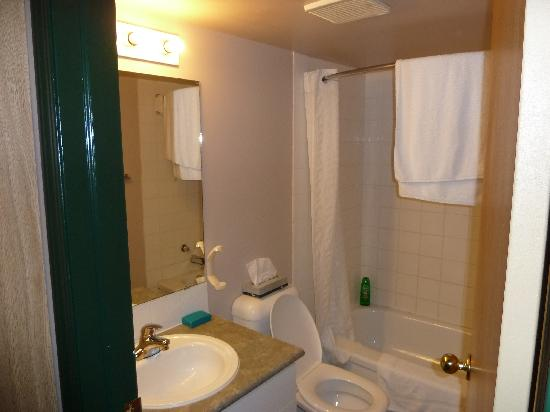 Capital Suites Yellowknife: Bathroom