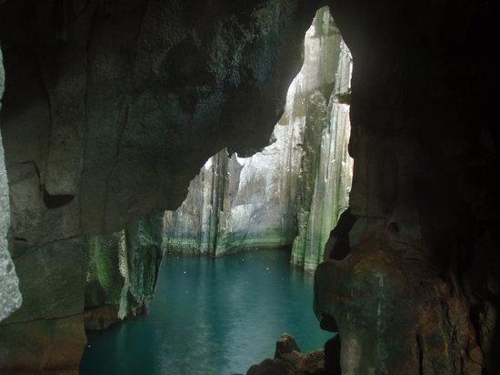 Yasawa Islands, Fiji: Sawa-I-Lau Cave