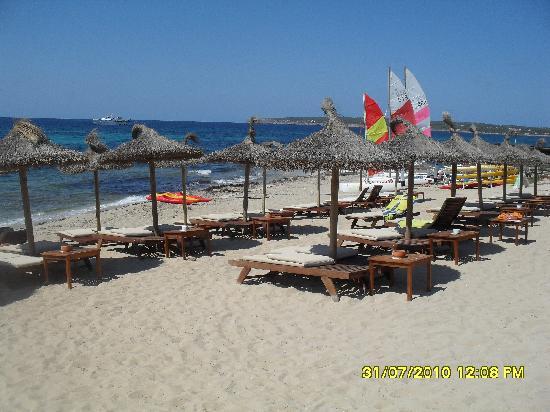 Playa del hotel a medio dia vacia picture of insotel for Hotel formentera playa