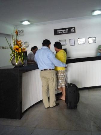 Hotel Maria del Carmen : servicio de recepcion