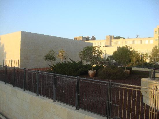 Kibbutz Lavi Hotel : Another view outside room