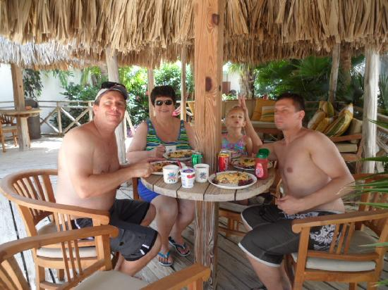 Paradera Park Aruba: lunch outside