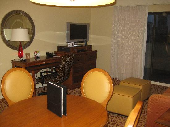 Towson University Marriott Conference Hotel: Living Room
