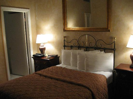 Chateau Hotel: MY ROOM